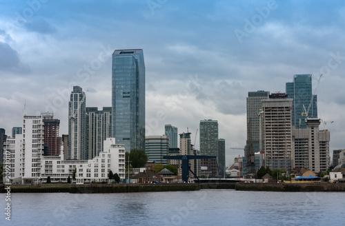 Plakat Budynki biurowe w Canary Wharf w Londynie