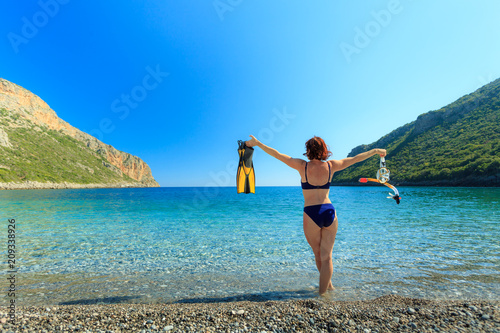 Spoed Foto op Canvas Duiken Woman with flippers snorkeling tube on beach