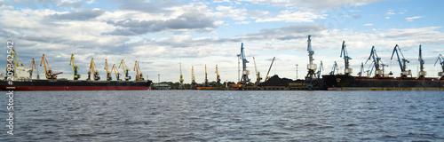Foto op Plexiglas Poort Seaport at evening