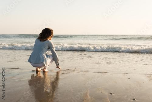 Cuadros en Lienzo Woman at the beach