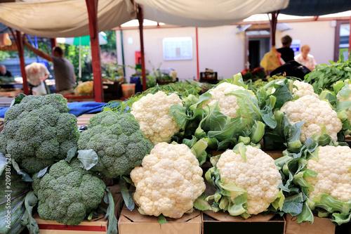 Fototapeta Targowisko z warzywami i owocami w Opolu. obraz