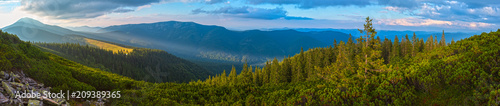 Cadres-photo bureau Montagne Summer Carpathian mountain, Ukraine