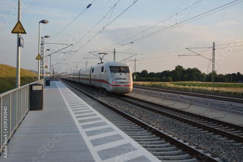 Fotobehang Spoorlijn ICE 1 bei Forchheim (Obfr.) Süd