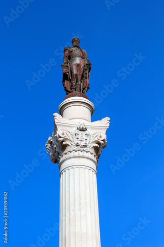 Fotobehang Historisch mon. Bronzestatue Pedro IV. in Lissabon