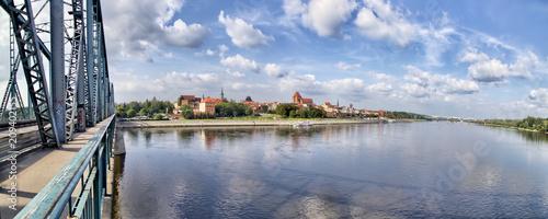 Fototapeta Toruń - Panorama miasta z mostu  im. Józefa Piłsudskiego - rzeka Wisła - Polska obraz