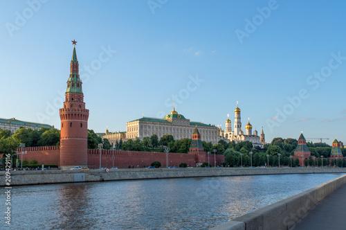 Plakat Widok Moskwa Kremlin od banku Moskva rzeka, dziejowy i turystyczny krajobraz kapitał Rosja