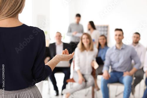 Carta da parati Female business trainer giving lecture in office