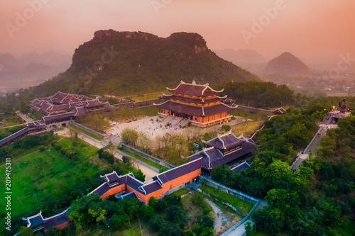 Valokuva  Bai Dinh Pagoda - The biggiest temple complex in Vietnam, Trang An, Ninh Binh