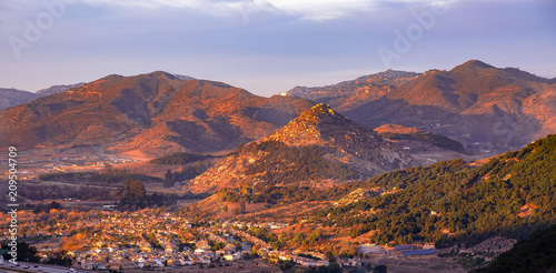 Fototapeta Fallbrook homes near the 15 Freeway at sunset