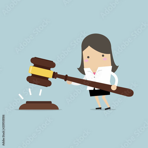 Photo Businesswoman hold a big gavel in hands for justice. vector