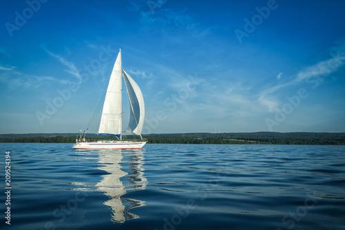 Fotografia  Sailboat on big Swedish lake