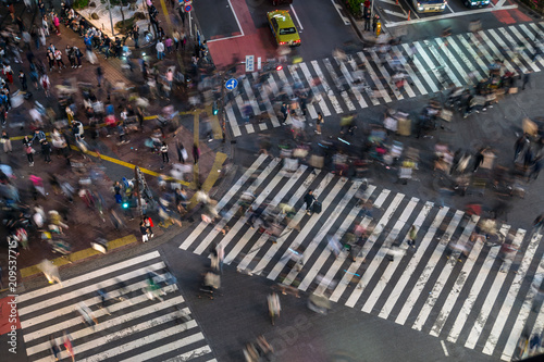 Foto op Canvas Asia land Shibuya Crossing by night - 夜の渋谷 交差点と歩行者2