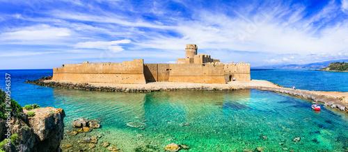 Fotobehang Historisch geb. Le Castella .Isola di Capo Rizzuto - beautiful medieval castle in the sea. Calabria, Italy