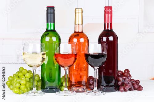 Fototapeta Wein Sammlung Weine Weißwein Weisswein Rotwein Rose Weintrauben Trauben obraz na płótnie
