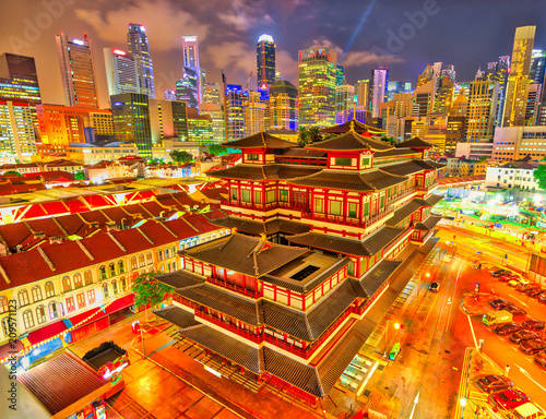 Foto op Canvas Aziatische Plekken Buddha Tooth Relic Temple of Singapore from aerial view, Southeast Asia. Spectacular buddhist temple in Chinatown district with business district skyline on background by night.