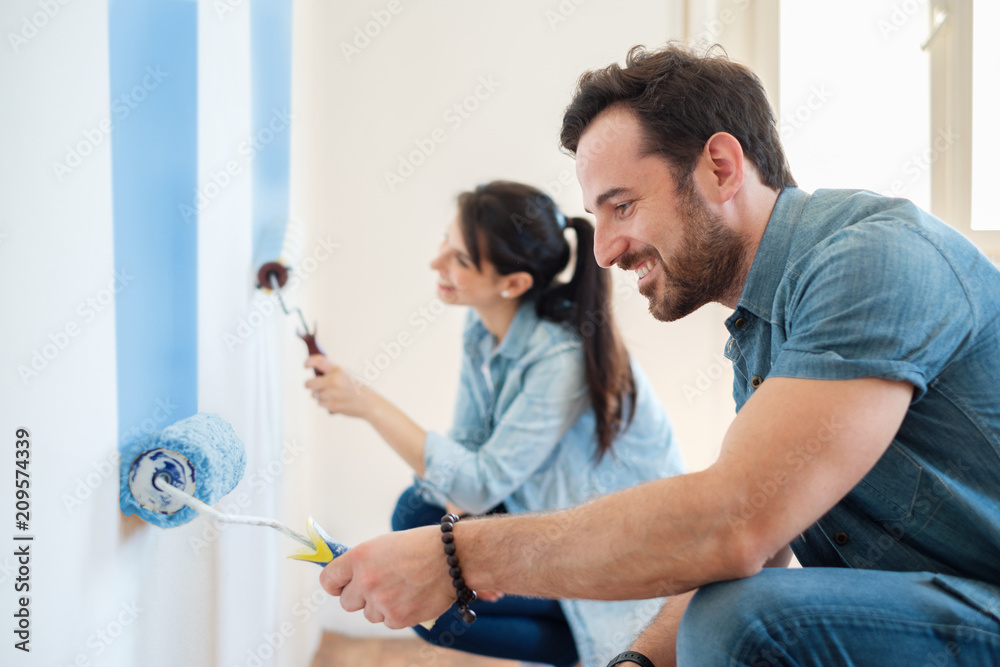 Fototapety, obrazy: Renovation diy paint couple in new home painting wall together