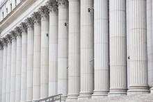 Säulenreihe An Einem Government Gebäude In New York