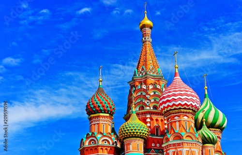 In de dag Moskou View of St. Basil's cathedral on the Red Square in summer in Moscow, Russia.