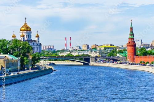 Foto op Canvas Aziatische Plekken View of Kremlin and Cathedral of Christ the Saviour along the Moscow River in summer in Moscow, Russia.