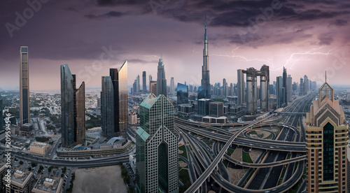 In de dag Stad gebouw Dubai skyline during sunset with amazing city center lights and road traffic UAE.