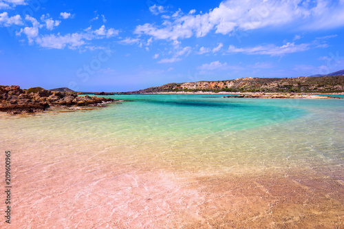 Photo  Elafonissi beach with pink sand on Crete, Greece