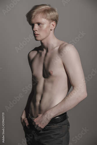 Foto op Canvas Akt shirtless young man