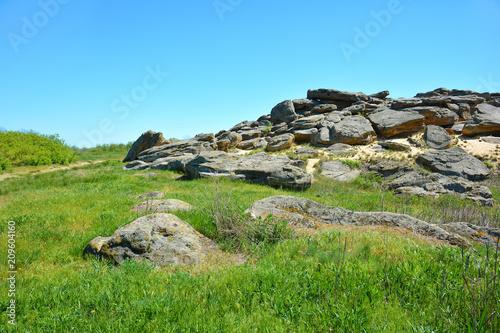 Papiers peints Piscine A lot of huge stones in the steppe. Ancient sanctuary. Archaeological reserve