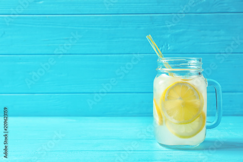 Cuadros en Lienzo Natural lemonade in mason jar on wooden table