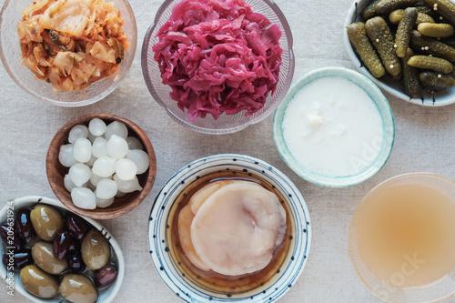 Fotografia  variety of fermented probiotic foods for gut health