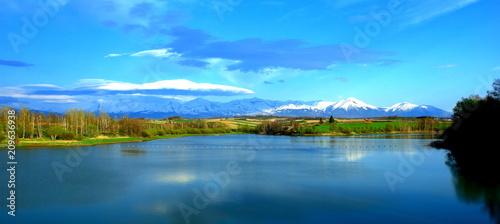 北海道、美瑛町の水沢ダムより見る十勝岳連峰の雪渓風景