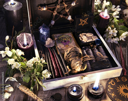 Fotografía Witch box with black candles, tarot cards, runes, voodoo doll and magic objects with flowers Occult, esoteric and divination still life