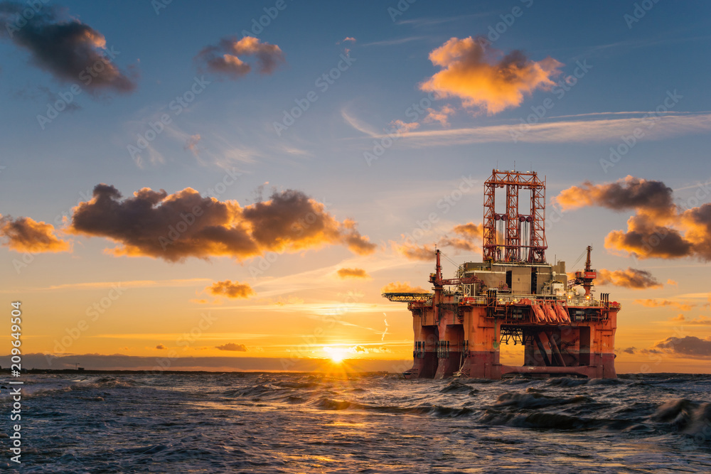Obraz offshore oil rig at sunset fototapeta, plakat