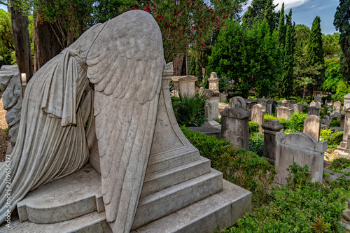 Fallen angel tomb grave in Rome Acatholic cemetery Tablou Canvas