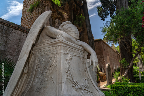 Fotografie, Tablou  Fallen angel tomb grave in Rome Acatholic cemetery