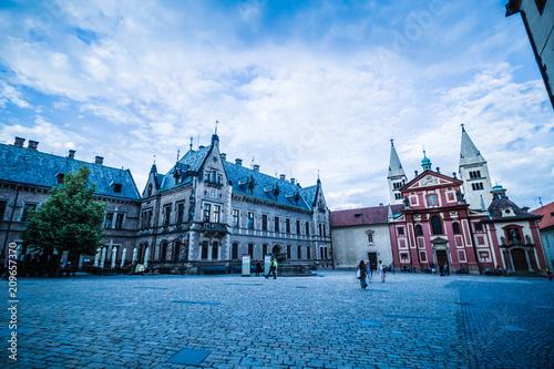 Plakat Trzeci zamek dziedziniec Zamku Praskiego w lecie w Pradze, Czechy