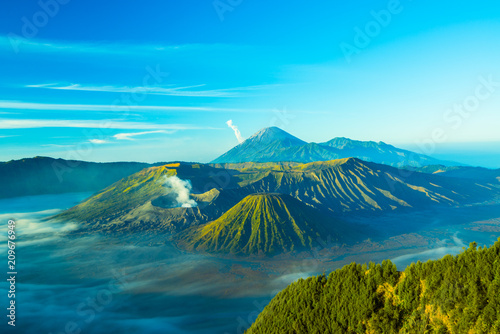 Fotobehang Groen blauw Mount Bromo during sunrise