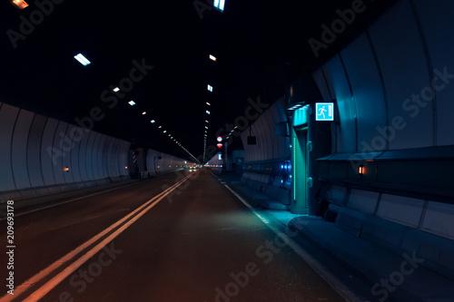 Montage in der Fensternische Tunel Mont Blanc Tunnel