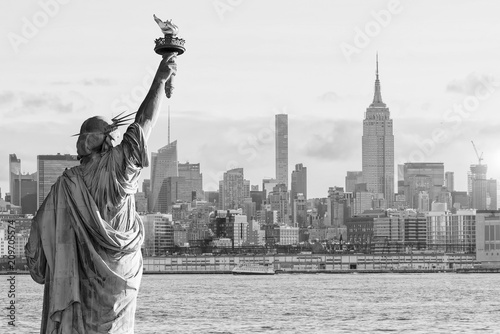 Poster New York Statue Liberty and New York city skyline black and white