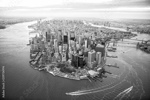 Obraz Aerial view of Manhattan skyline at sunset, New York City - fototapety do salonu