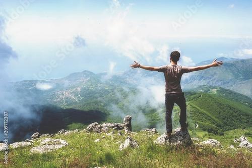 In cima alla montagna, una sensazione di libertà Wallpaper Mural