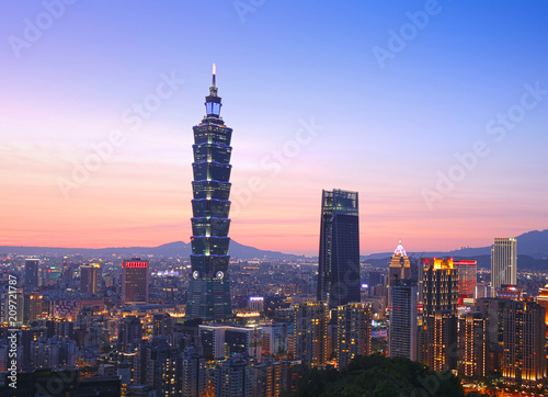 In de dag Stad gebouw Taipei cityscape with Taipei 101 taken from the elephant mountain. 29 April 2017