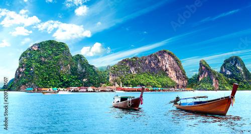 Tuinposter Pool Paisaje idílico de playas y costas de Tailandia.Islas y mar de Phuket. Viajes de aventura y ensueño
