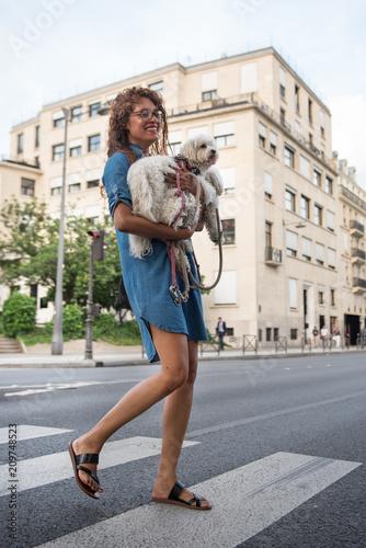 Fotografie, Obraz  la parisienne et son chien