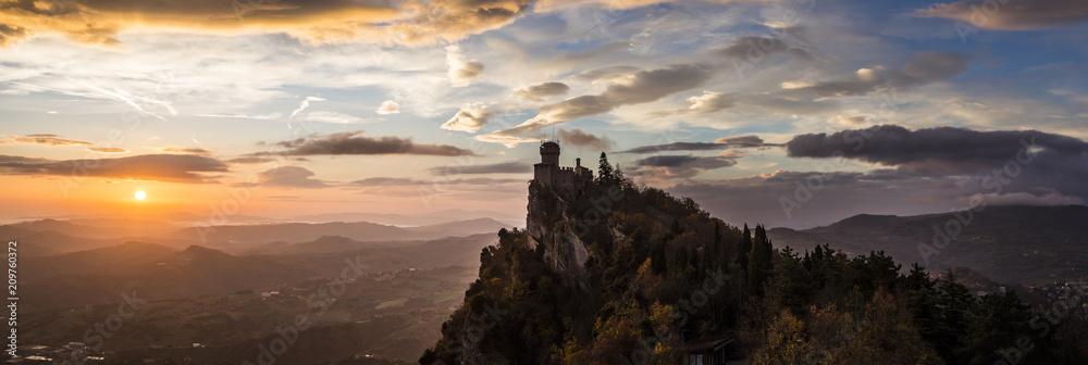 Fototapety, obrazy: San Marino Tower in the morning light