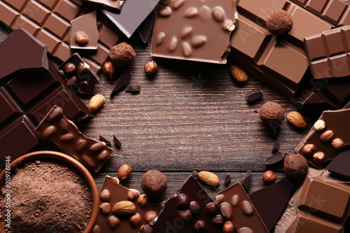Foto op Canvas Dessert Chocolate pieces with cocoa powder in bowl on wooden table