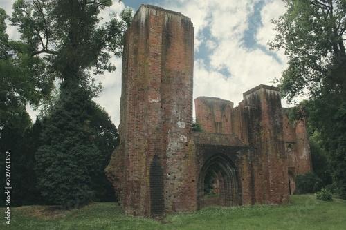 Foto op Canvas Oude gebouw Gothische Klosterruine in Norddeutschland