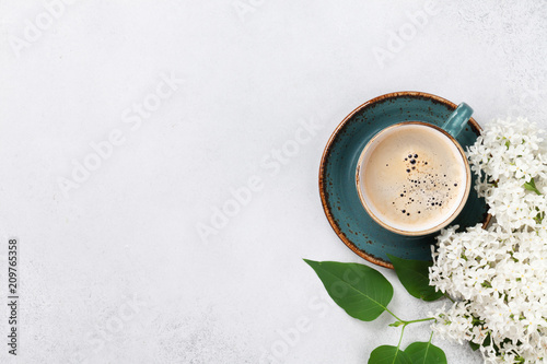 Foto op Canvas Lilac White lilac flowers and coffee cup