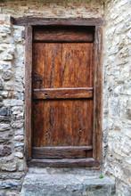 Vieille Porte Médiévale En Bois Dans Un Mur De Pierre