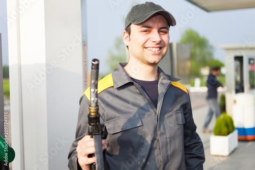 Obraz na plátně  Gas station worker
