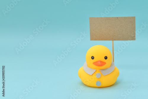 Obraz na plátně Feedback concept, rubber ducks are holding blank signboard.